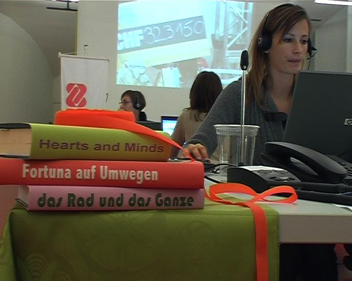 Host Clubs mit Videostillleben übers Helfen von Copa & Sordes und Marcel Schwald